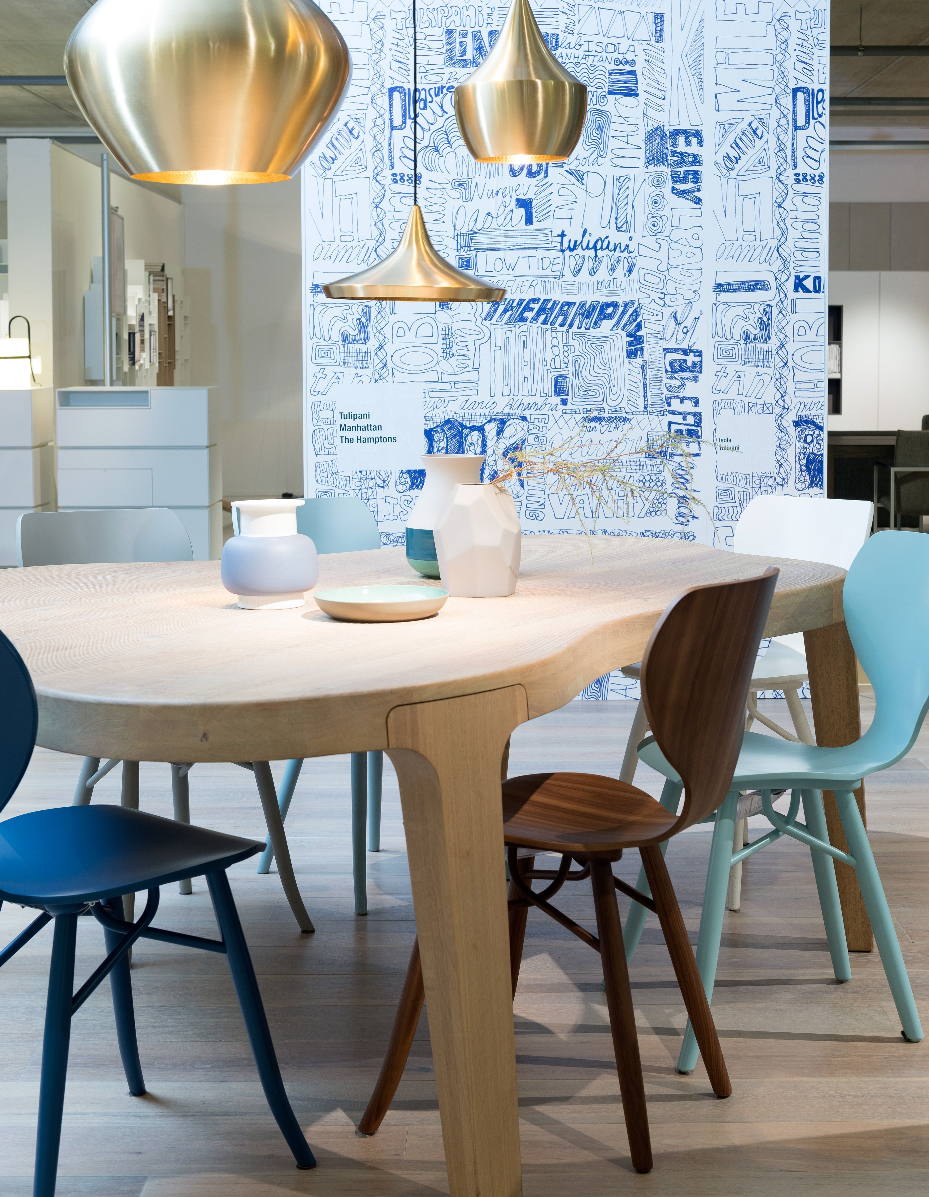 Linteloo Eettafel Stoelen.Inspiration Linteloo Isola Table Tulipani Chairs Tom Dixon