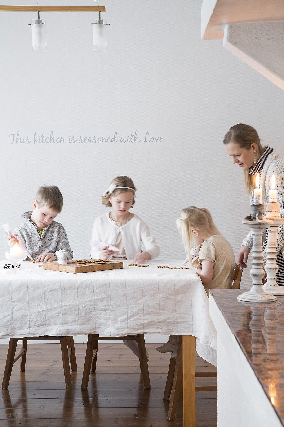 Perhe on hullaantunut jouluun – valmistelut alkavat jo syksyllä!