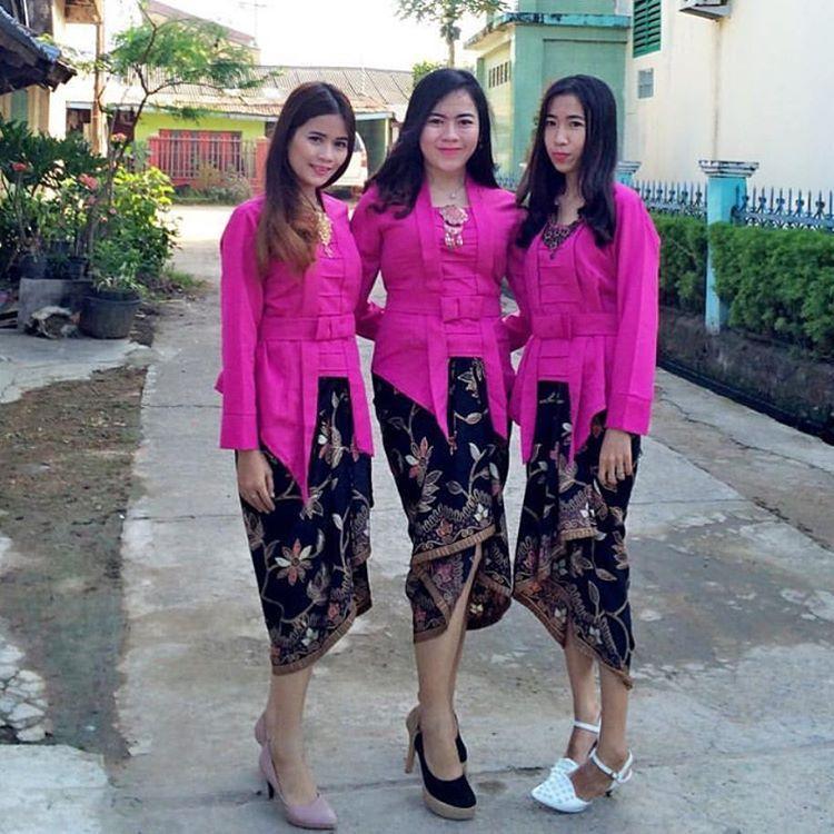 Model Kebaya Kutubaru Pink Rok Batik Lilit Kebaya Dan Dress