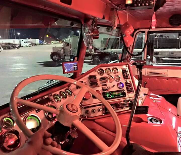 Love the interior of this Freightliner!