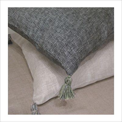 Linen pillow with a tassel