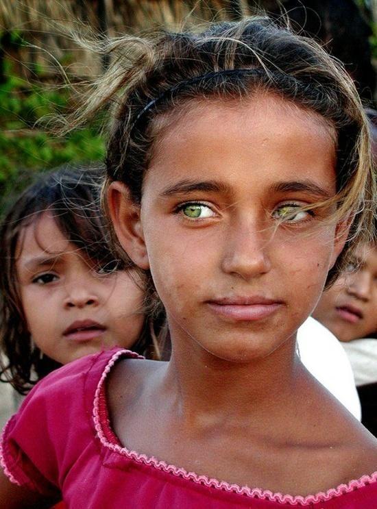 Brazilian girl with piercingly beautiful green eyes beings - fresh genetic blueprint band