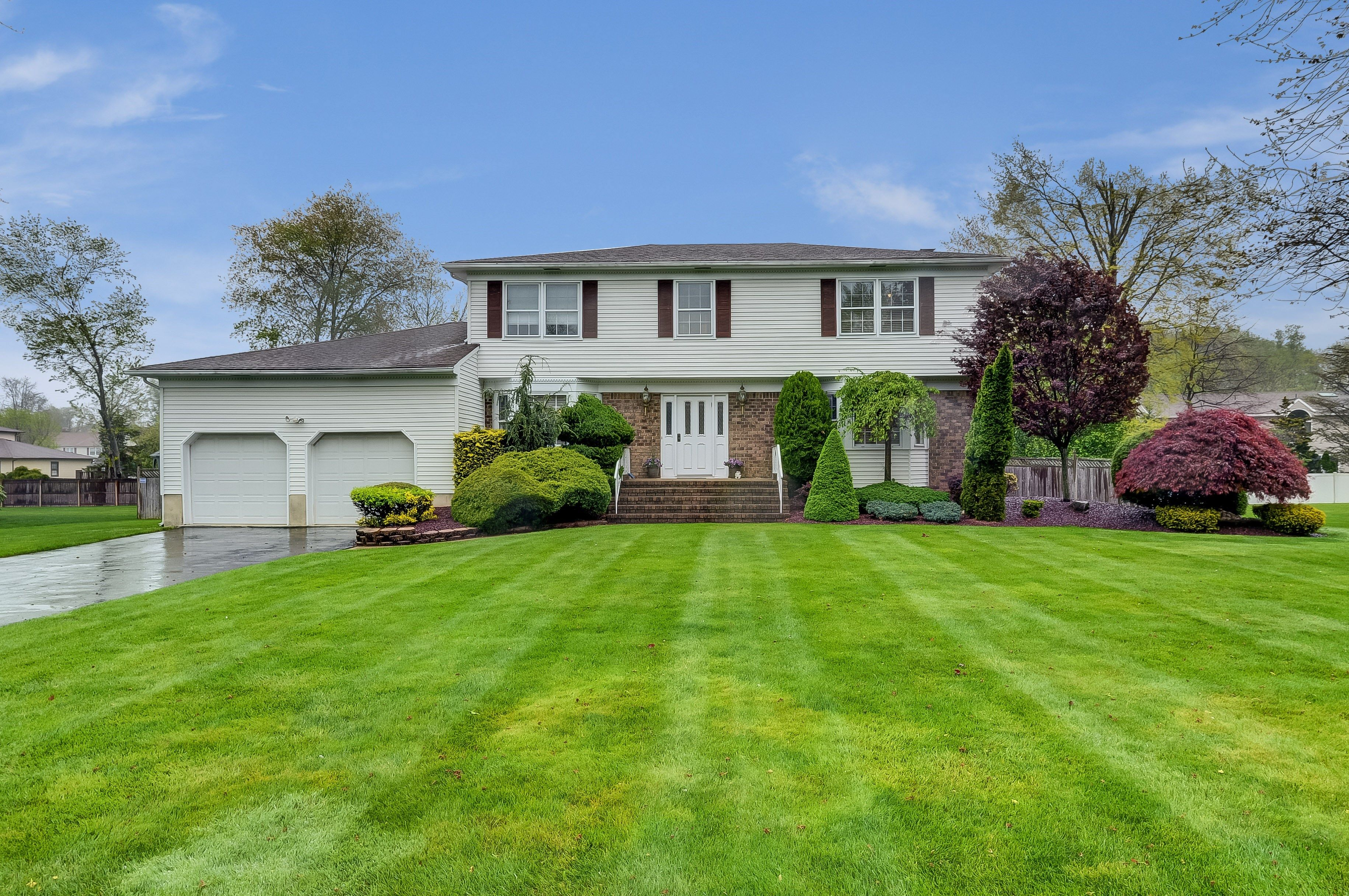 New Listing 57 Thomas Drive Manalapan Nj House Styles Mansions Home And Family