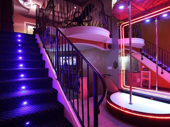 Executive Palace Hotel, Tel 3058884020, 2125 West