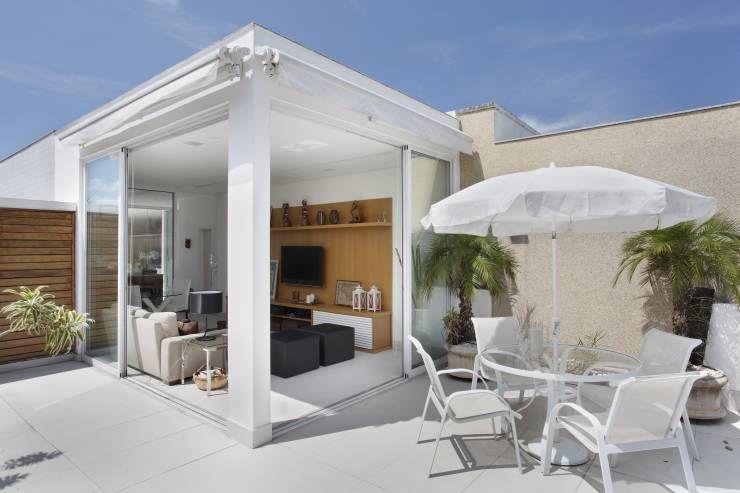 Balcones y terrazas de estilo Moderno por Carolina Mendonça Projetos de Arquitetura e Interiores LTDA