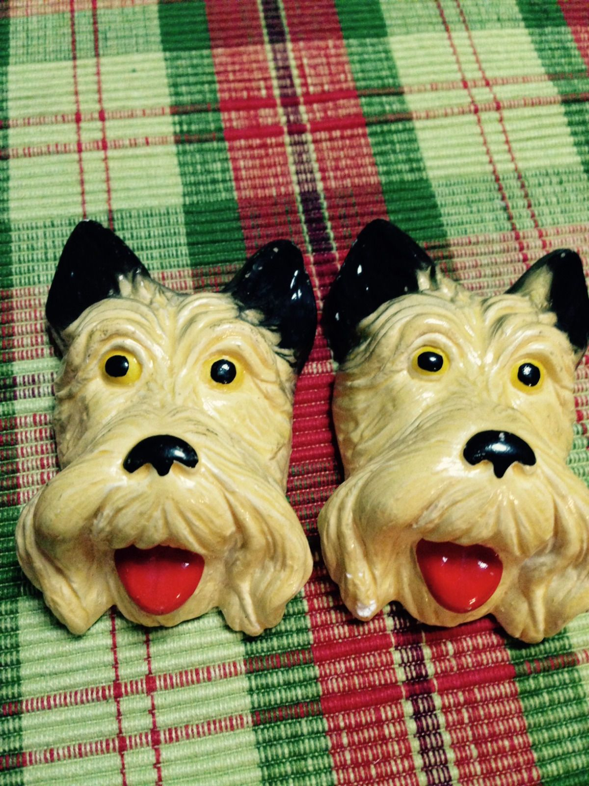 VINTAGE PAIR OF CHALKWARE WALL HANGING SCOTTIE DOGS FACES ...