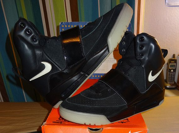 Nike Air Yeezy Sample - Black - White