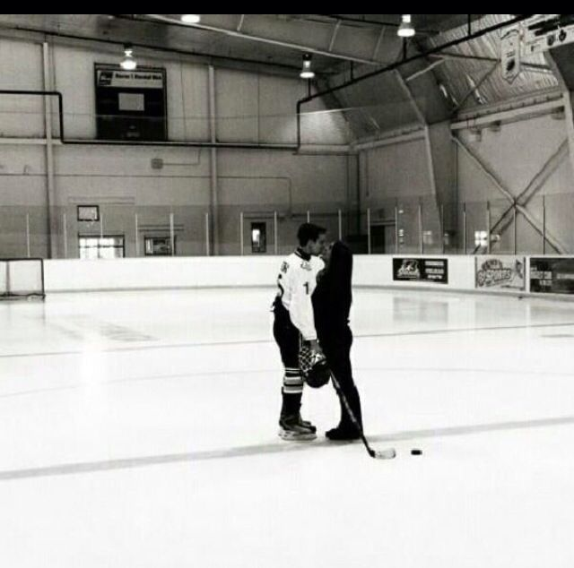 Hockey Players Relationship Goals Pictures Hockey Girlfriend Couple Goals