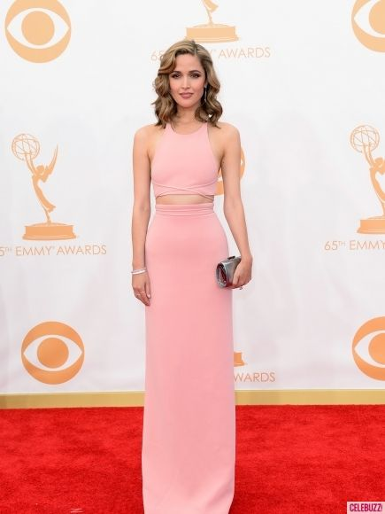 Rose Byrne looked super sexy in a sleek, midriff-teasing gown. #Emmys