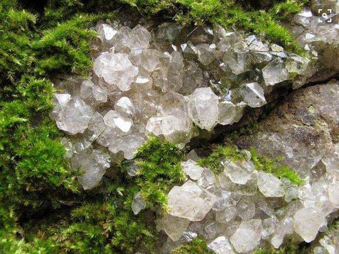 5 gr nde warum man einen bergkristall haben soll alte r mer bergkristall und heilen. Black Bedroom Furniture Sets. Home Design Ideas