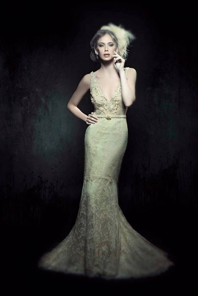 encaje antiguo para este vestido de novia estilo sirena, recamado en