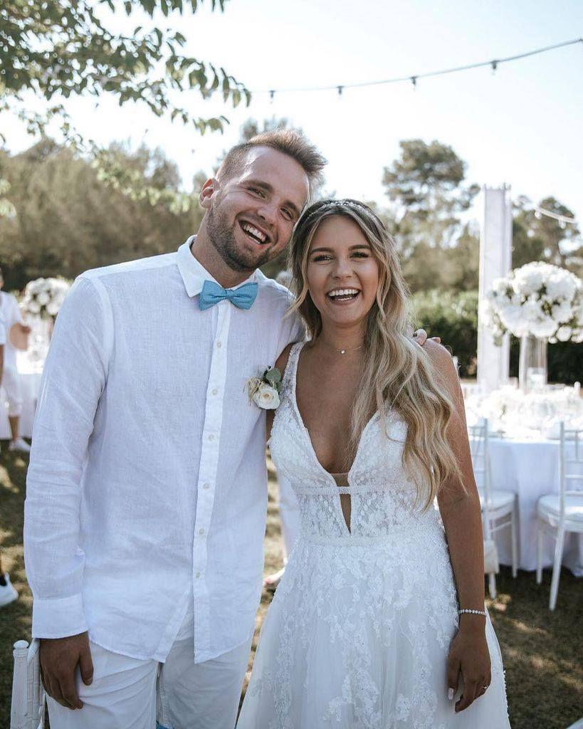Liebe Dagi Bee Morgen Habt Ihr Euren Ersten Hochzeitstag Herzlichen Gluckwunsch Von Mir Hierzu Hochzeitskleid Hochzeit Braut