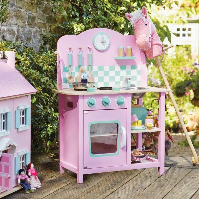 Kinderkueche-Holz-rosa-Farbe-suess-Terrasse-Spielplatz-Freien