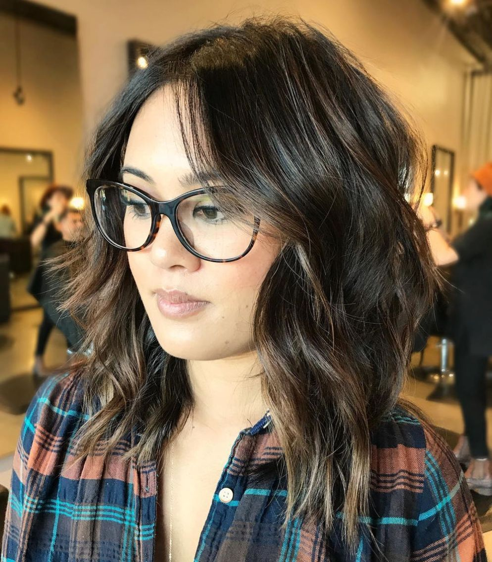 40 stunning medium hairstyles for round faces in 2020
