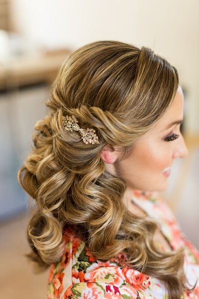 Wedding Hairstyle For Long Hair Curly Half Up Style With A Vintage Hair Clip Dana Lynn Photo Video Long Hair Styles Hair Styles Wedding Hair And Makeup