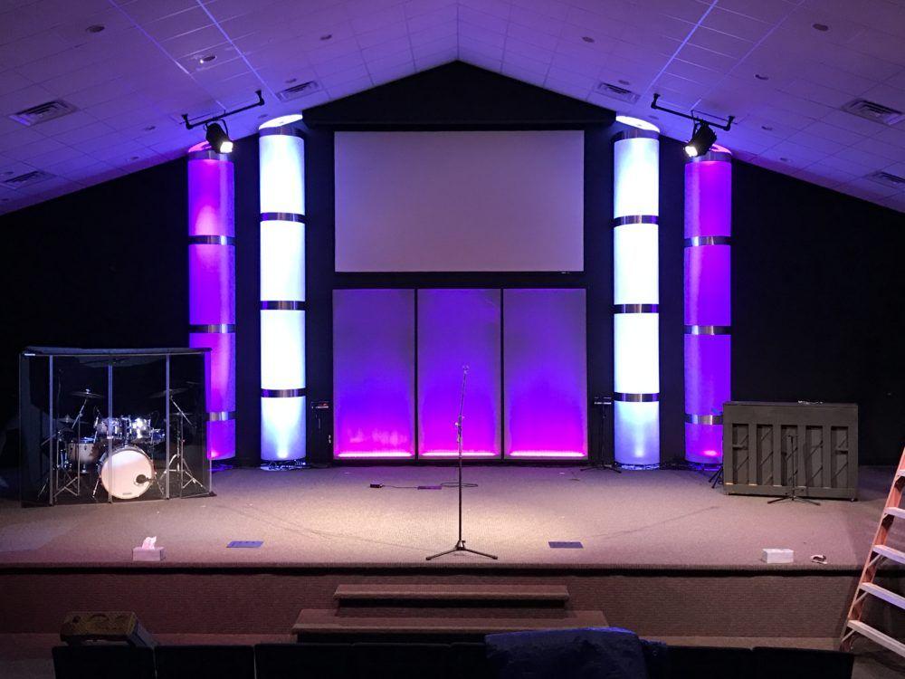 We Got Columns Church stage, Stage lighting design