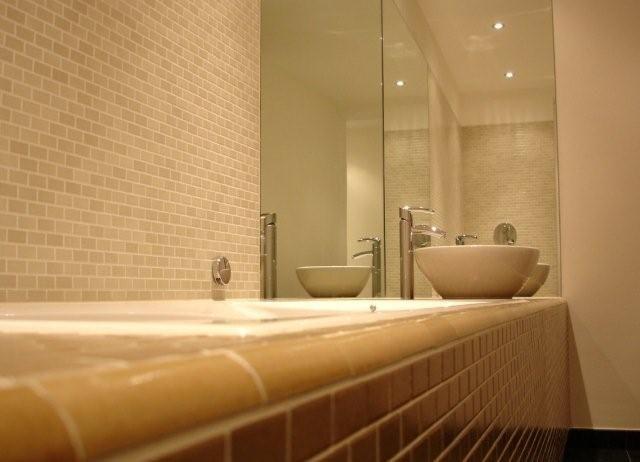 Inloopdouche Met Wastafels : Badkamerinspiratie moderne badkamer met ruime inloopdouche en