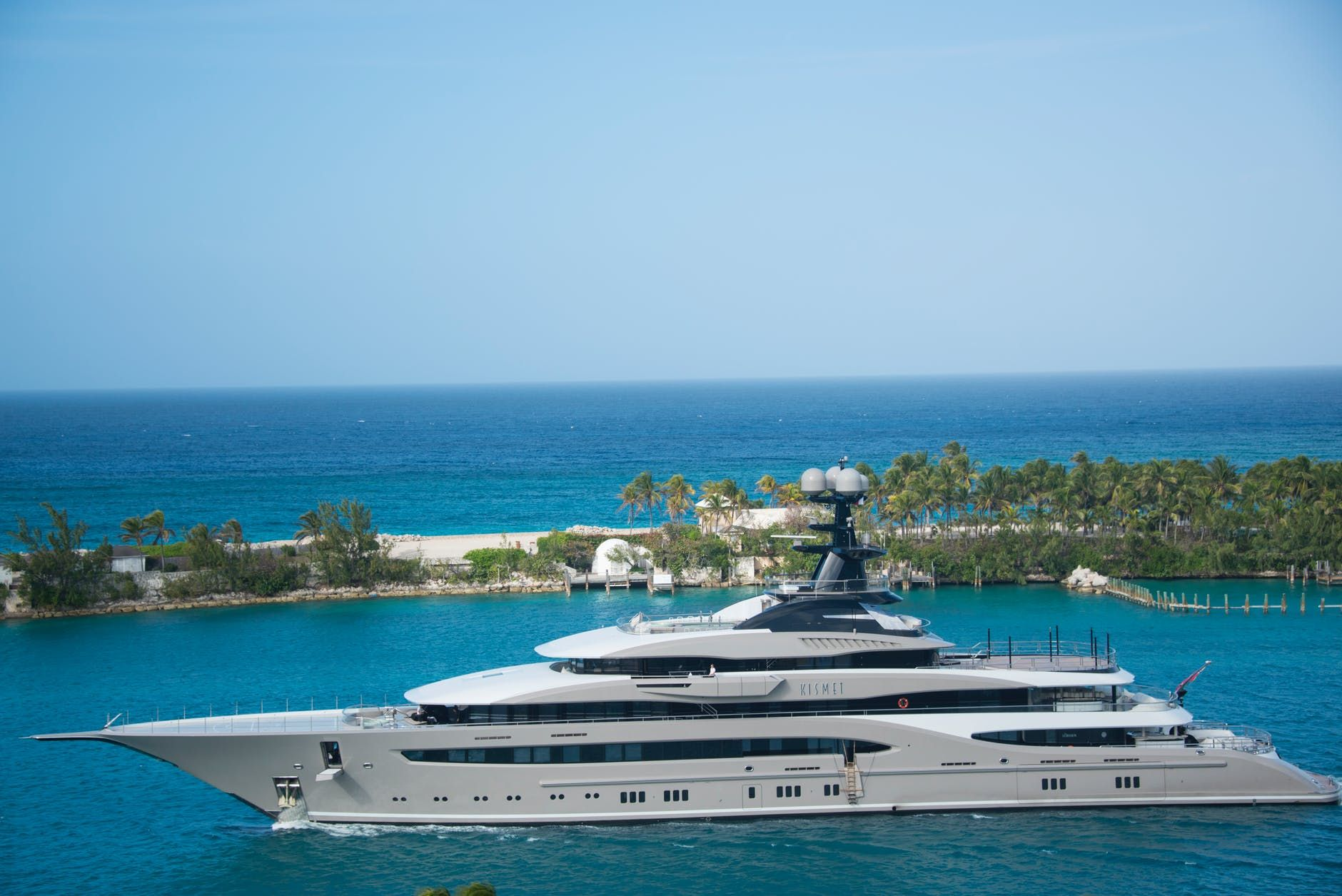 How Much Does it Cost to Rent a Yacht? Luxury yachts