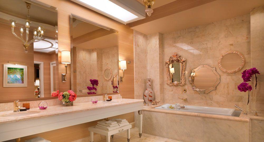 Bathroom at wynn resort las vegas wynn las vegas for Wynn hotel decor