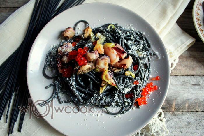 Черная паста с морепродуктами, рецепт с фото | Рецепт ...