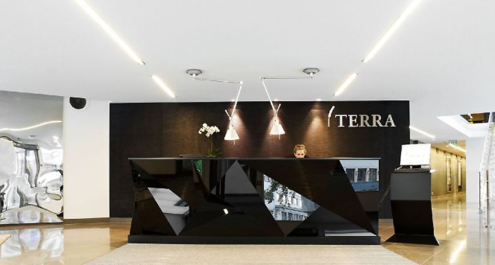 plexi faceted desk // Terra headquarters Scenario Interior Architects Oslo