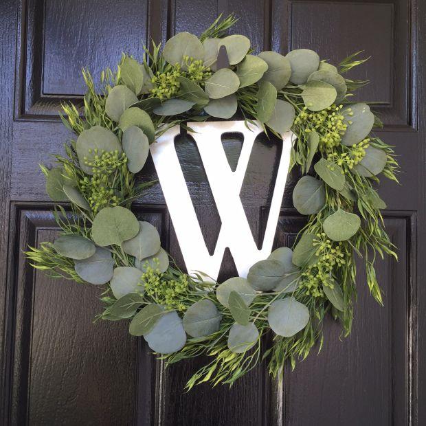 DIY mixed greenery wreath!
