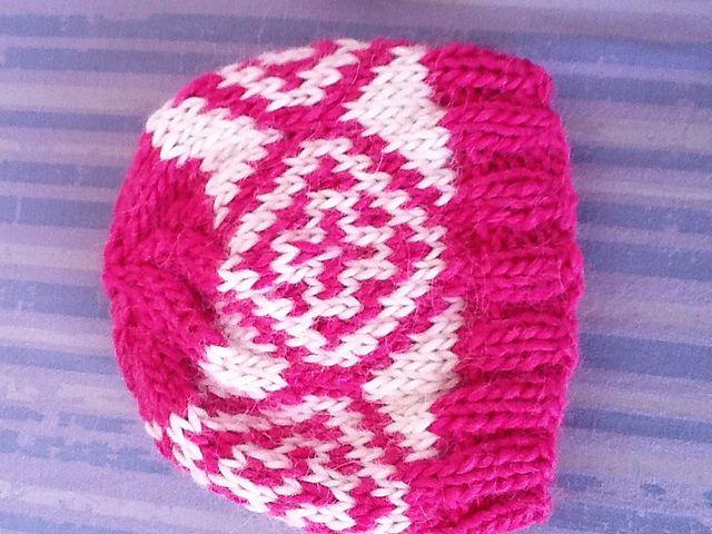 Ravelry: Baby hat diamond pattern pattern by Picaso's Blues new born