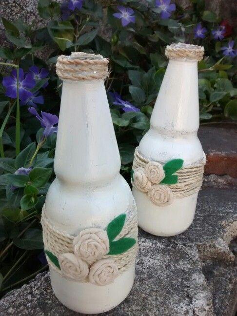 Botellas transformadas en floreros r sticos con pintura desgastada decoraci n pinterest - Jarrones rusticos ...