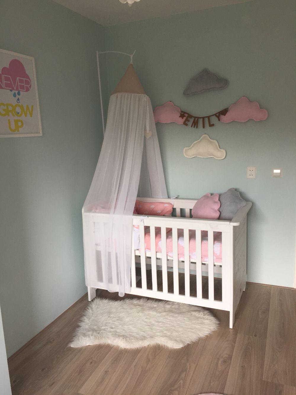 Babygirl room, mint, wolkjes.