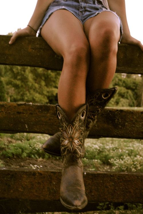 431e3d8dfceca YEEHAAA! sexy girls in cowboy boots tumblr com
