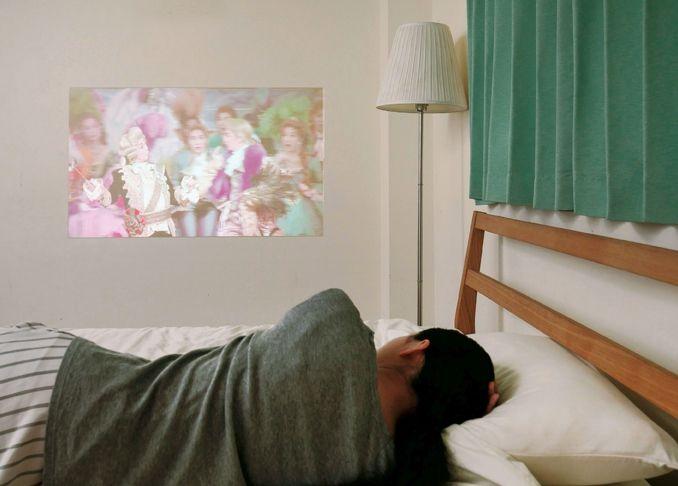 The360 Life 壁が 天井が スクリーンになる 寝室で映画を観るための新アイデア プロジェクター 天井 天井 寝室
