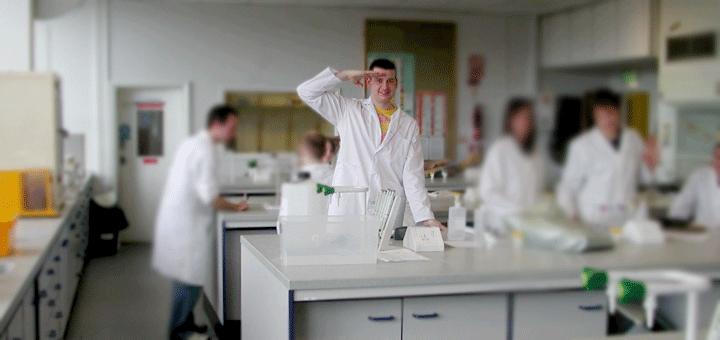 قواعد أخلاقيات العمل في المختبرات الكيمياء العربي Lab Coat