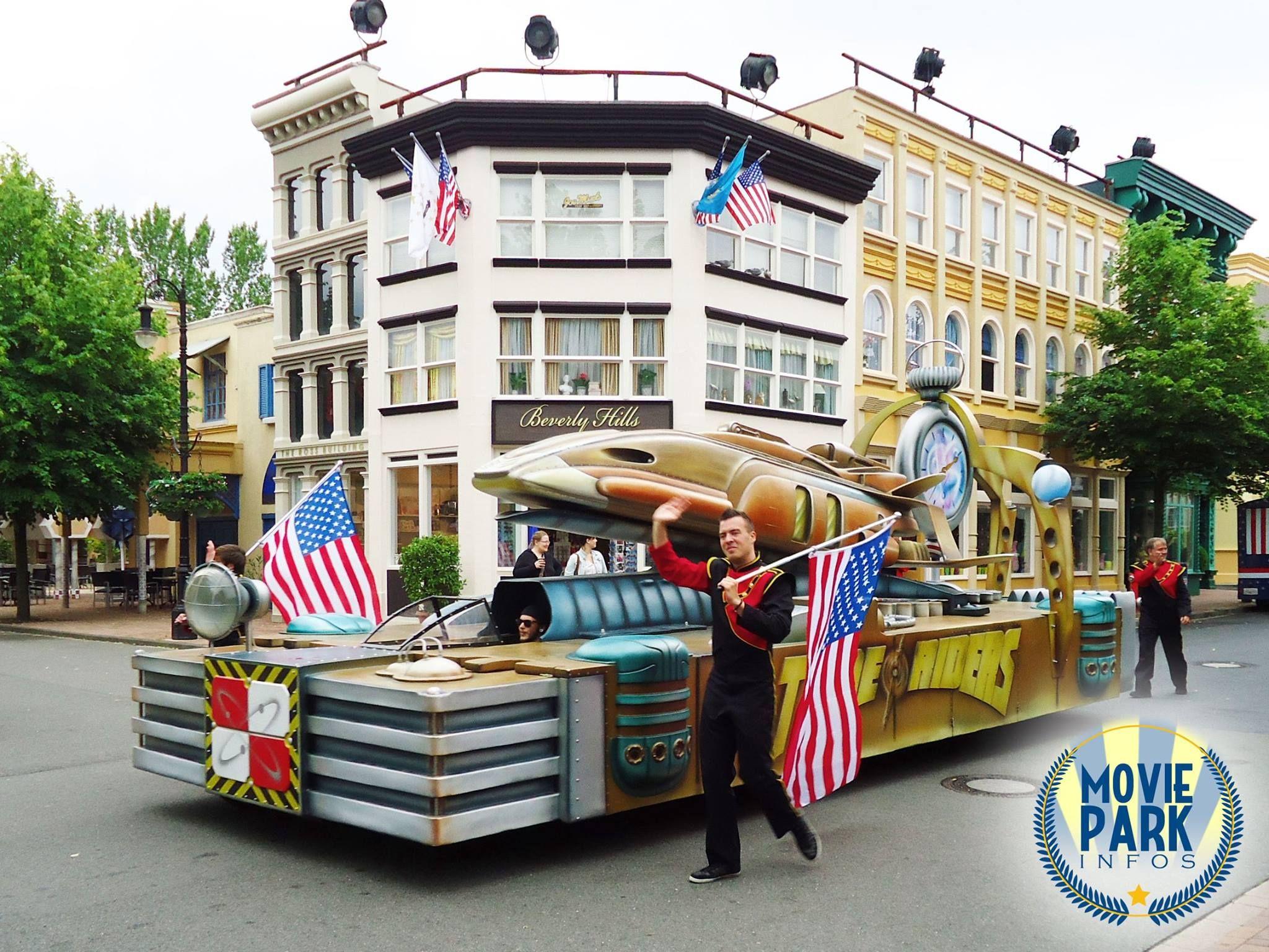 """Seit dieser Saison gibt es sie wieder, die """"Hollywood on Parade"""".  Und auch """"Time Riders"""" hat einen eigenen Wagen."""