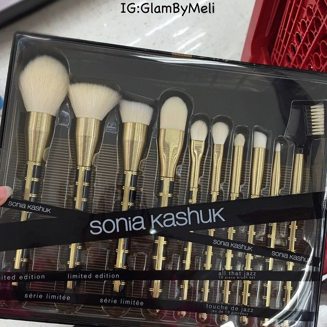 At target and seen this baby @soniakashuk Limited Edition All That Jazz 10 Piece Brush Set ($34.99)  isn't she pretty  .. Has anyone got this yet?? Perfect gift for he holidays... Pinterest: @ ahiphopg <3 <3