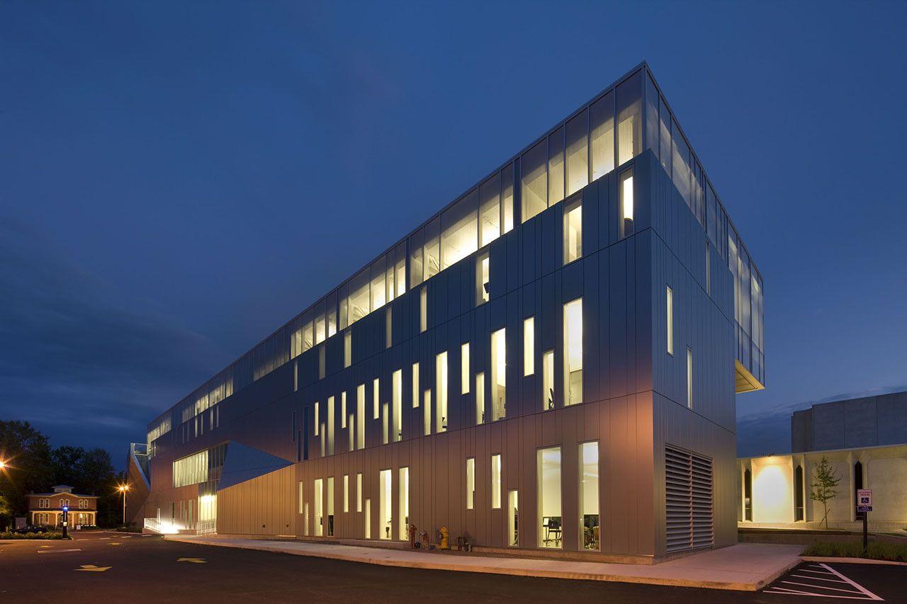 The Bertram and Judith Kohl Building,© Nic Lehoux