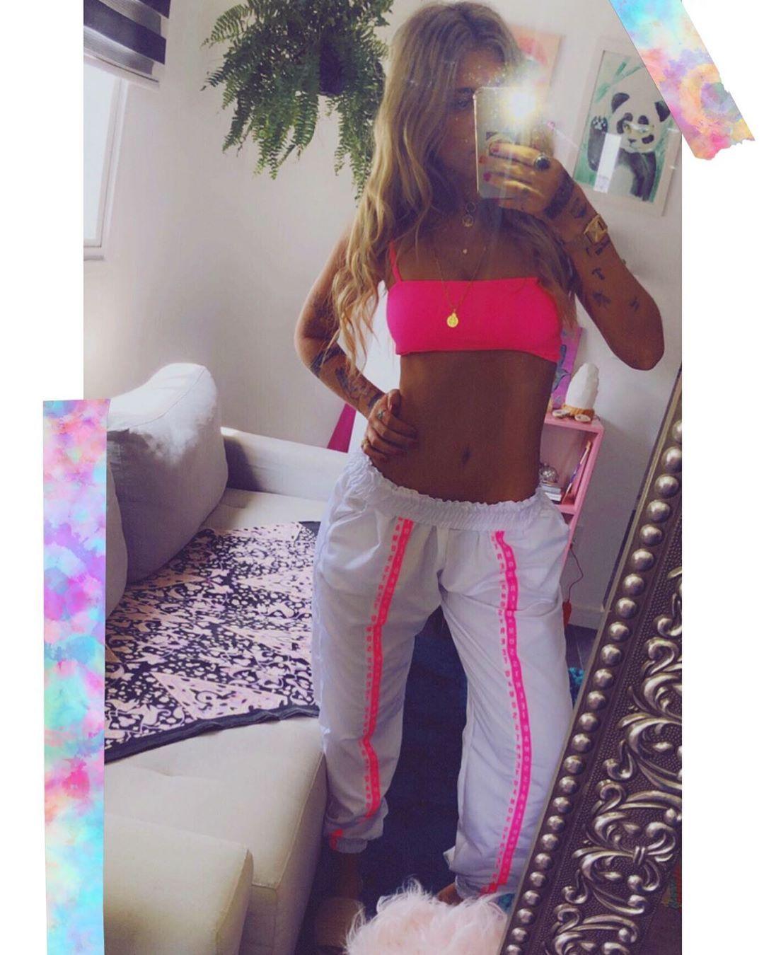 Calça corta-vento jogger Summer ✨👙🔫 TOP RETO NEON por R$39,90🔥 #euquero #manasofia #lagodaconceição...