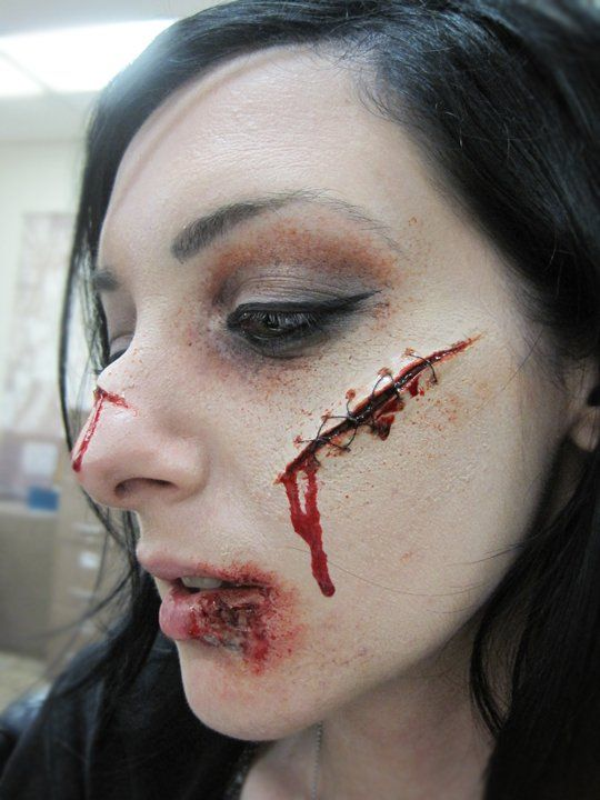 Nicole Chilelli #sfx MakeupMade from nose and scar wax 海