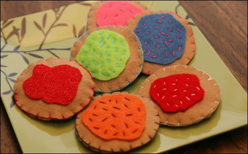 DIY Felt Cookies - these would actually be really cute for the boys or any kid with a play kitchen.