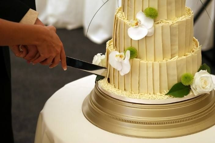Your wedding cake cutting ceremony can be a little sweeter if ...