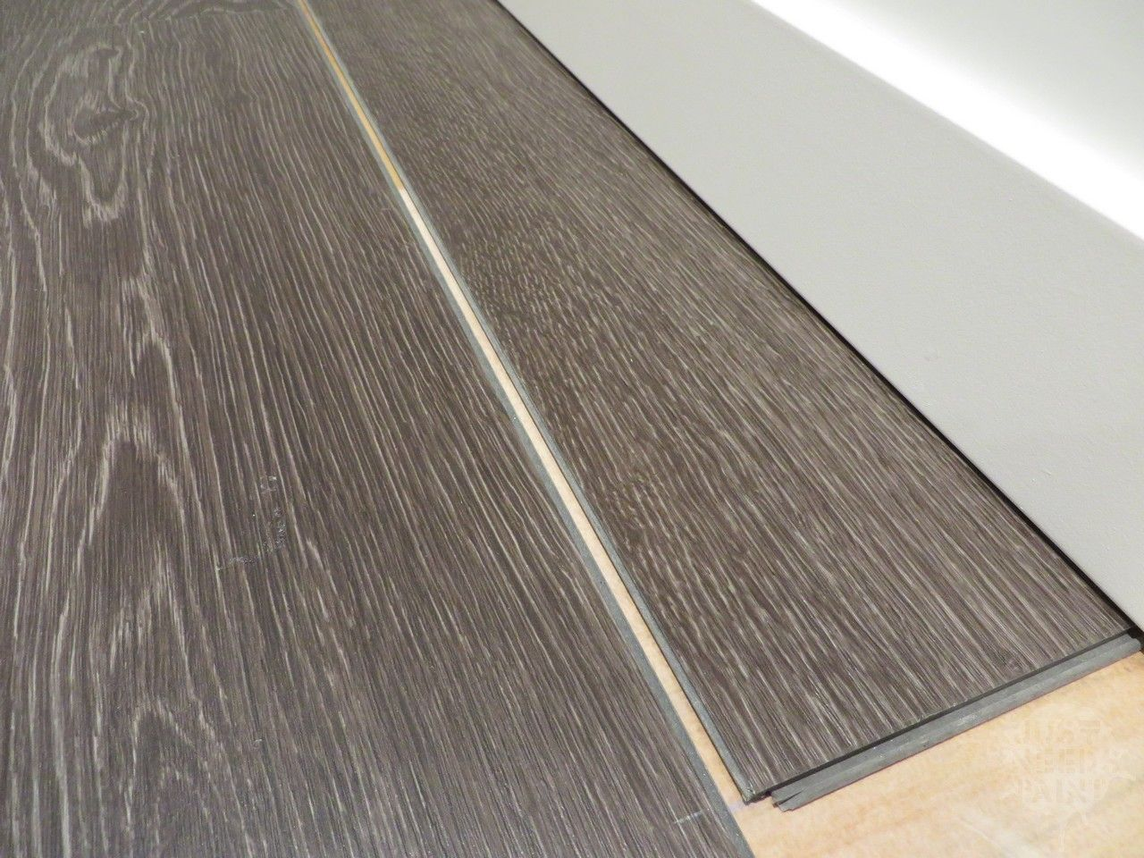 How To Install Click Laminate Flooring Without Removing Baseboards Just Needs Paint In 2020 Removing Baseboards Click Laminate Flooring Baseboards