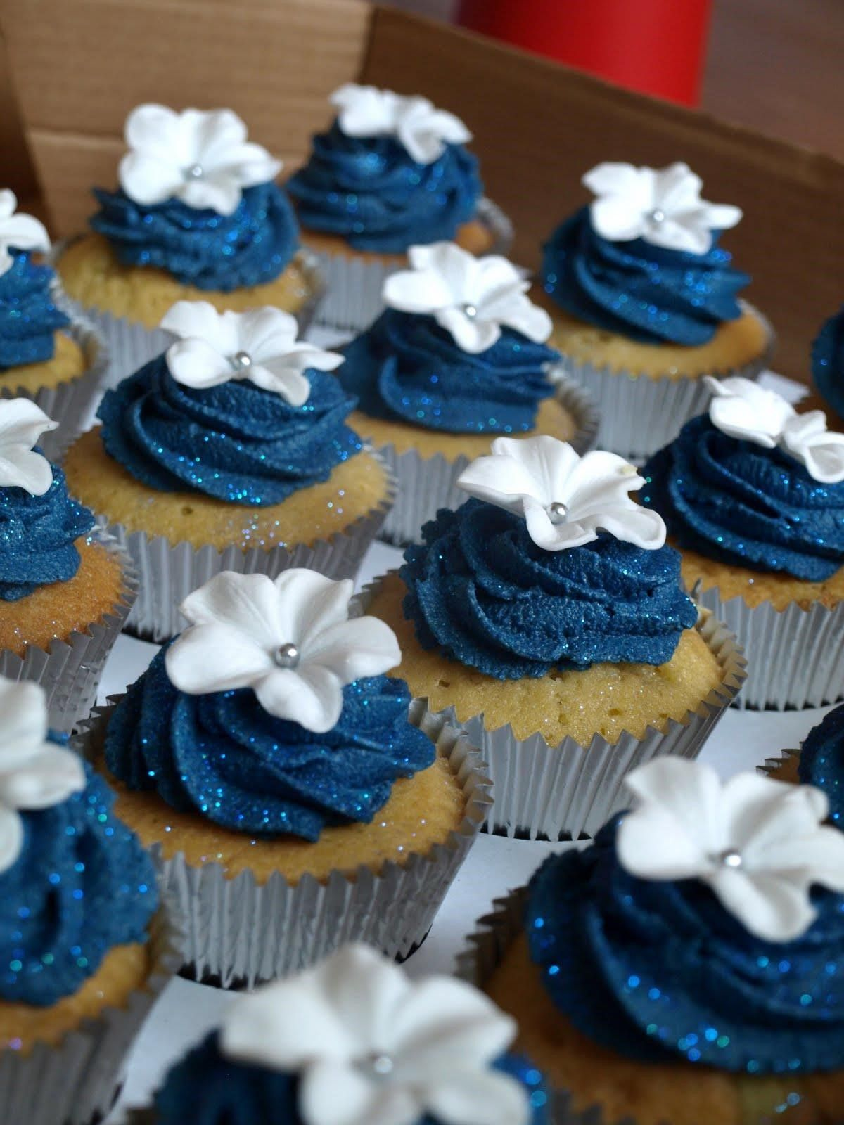 navy blue wedding cake with cupcakes pin by gaby mejia on wedding cake ideas 17781