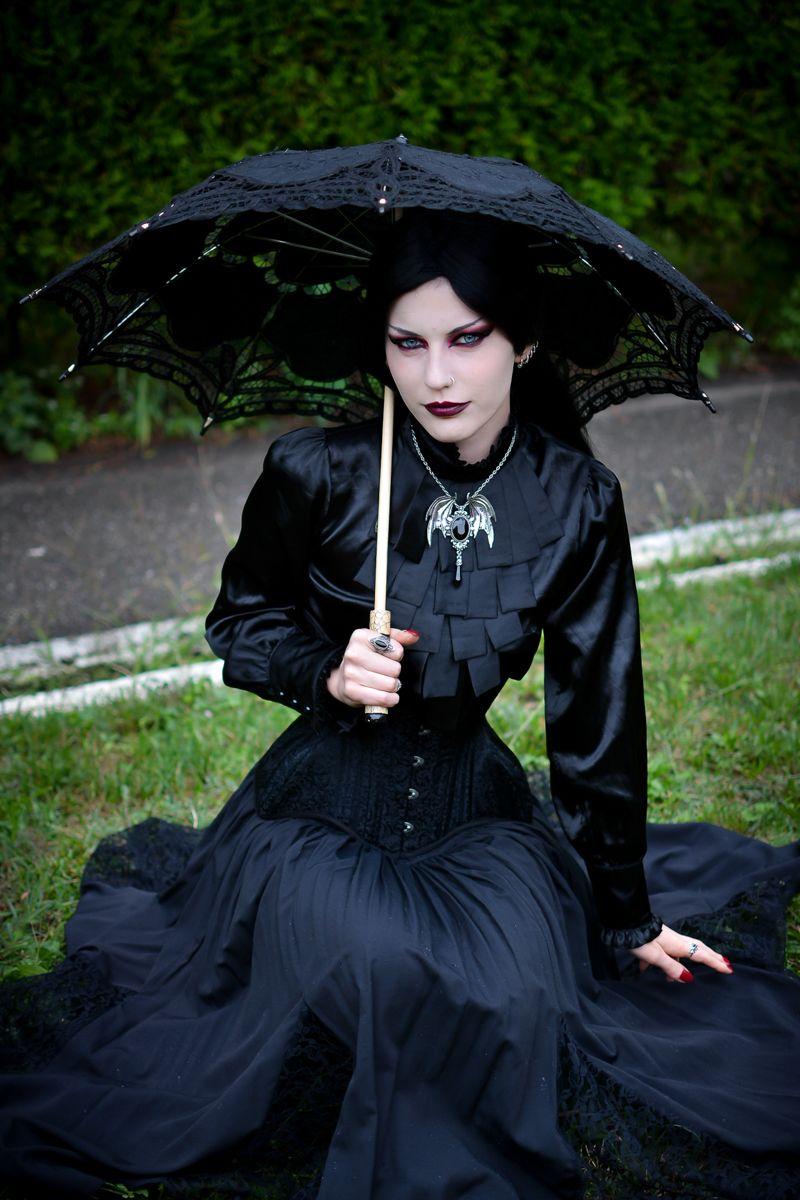 Картинки по запросу victorian goth girl