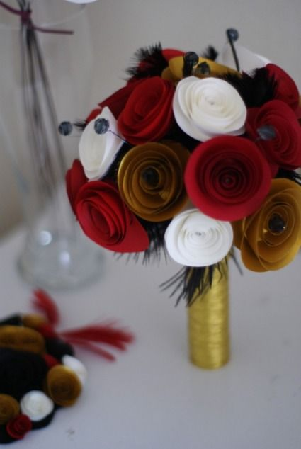 Des bouquets de fleurs en papier et en tissu plus vrais que nature