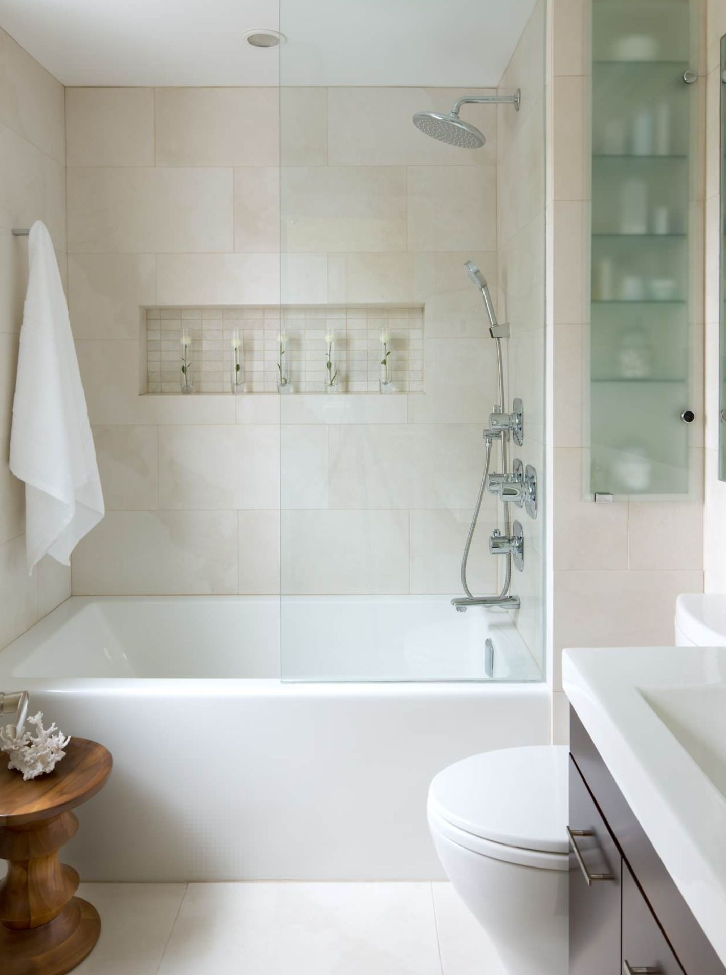 11 Simple Ways To Make A Small Bathroom Look Bigger Small Space
