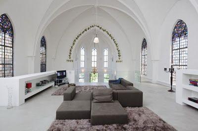 Que tal morar em uma igreja?