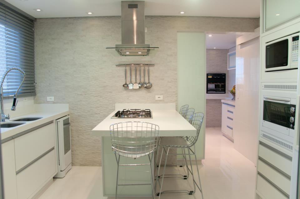 """Cozinha - Arquitetura com Estilo"""" concebido pela arquiteta Milena Shulmeister."""
