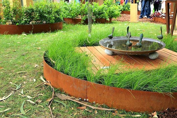 Elementi Decorativi Da Giardino : Muro di contenimento in acciaio da giardino u un elemento di