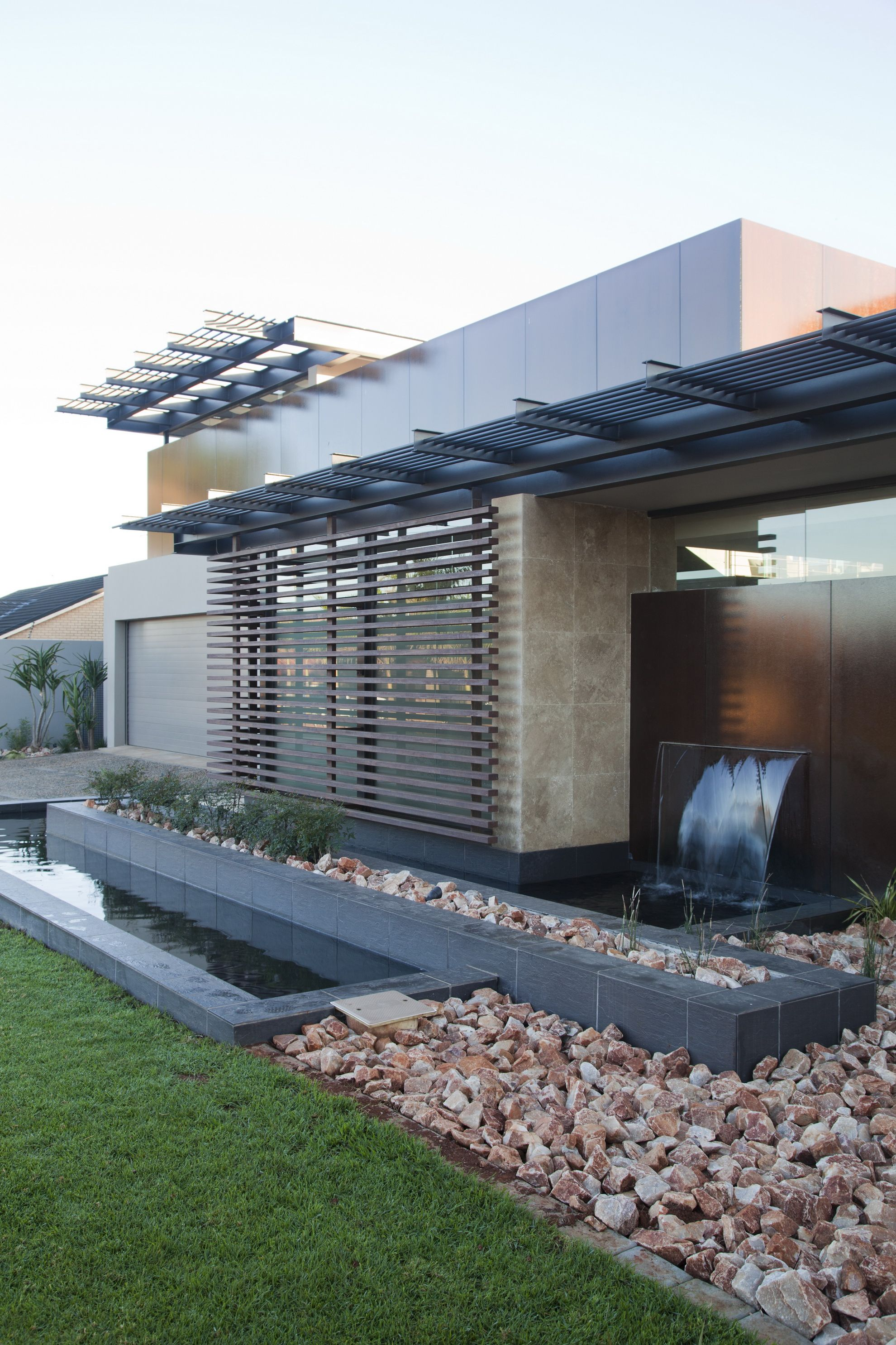 House Abo | Water Feature | Nico Van Der Meulen Architects #Contemporary  #Water #