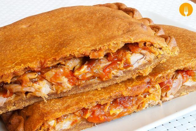 Receta para hacer empanada de pollo Hoy os proponemos una receta elaborada con los restos de un pollo asado al horno, un claro ejemplo de cocina de aprovec