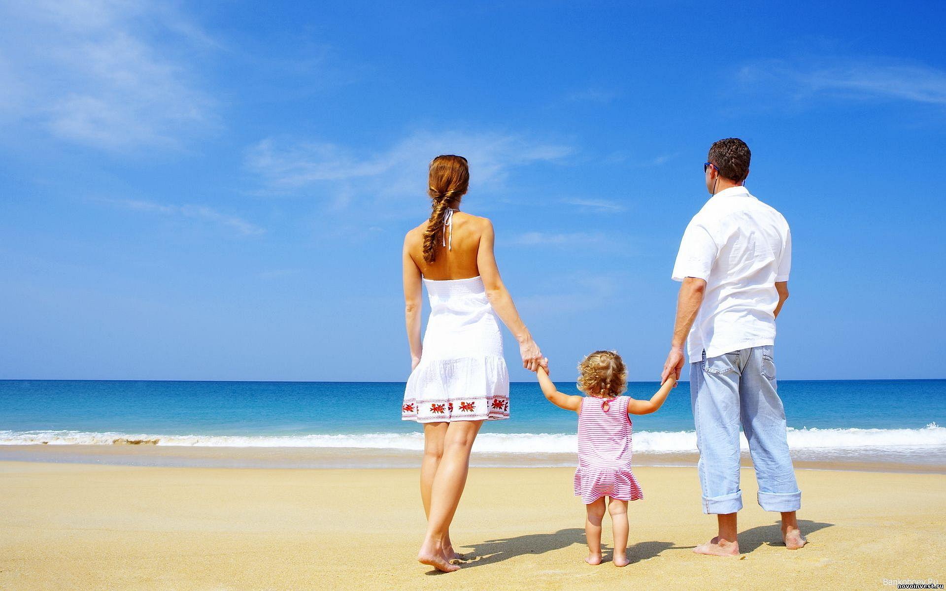 Beach Family Photos Family Walk On Beach Hd Wallpaper 1389 Baby Photos Pinterest